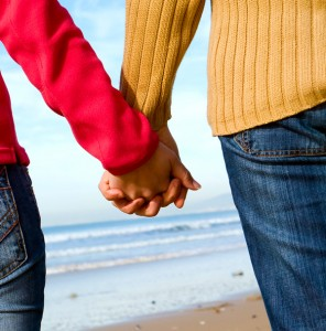 11 tips for successful dating. couple holds hands
