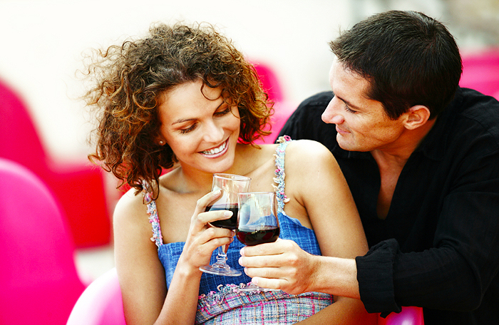 First date tips for women: 4 questions you should never ask! - The ...